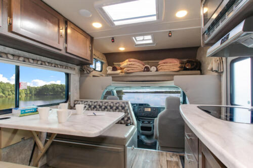 Four Seasons RV Rentals - Class C Medium Motorhome | Dinette