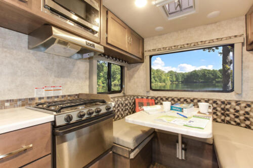 Four Seasons RV Rentals - Class C Small Motorhome | Dinette