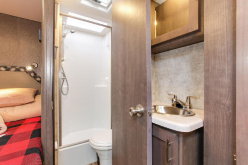 Four Seasons RV Rentals - Class C Large | Bathroom